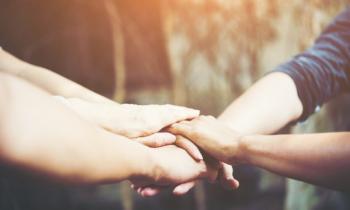 ¿Quién cuida a los cuidadores? – Artículo Revista CONFER