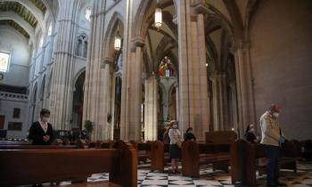 TRECE emite este lunes la Misa Funeral por las víctimas del coronavirus desde la Almudena